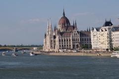 Wahrzeichen von Budapest - das Parlament an der Donau