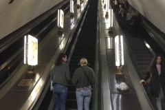 Arsenalna - tiefsten U-Bahnof der Welt. Die Rolltreppe läuft extrem schnell, braucht trotzdem mehr als 4 Minuten.