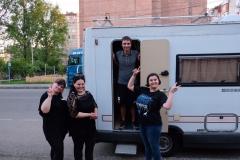 In Kutaissi: Einmal den Wohnwagen zeigen