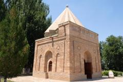 Mausoleum-von-Aisha-Bibi-3