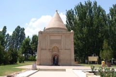 Mausoleum-von-Aisha-Bibi-6