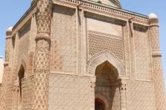 Mausoleum-von-Aisha-Bibi-8