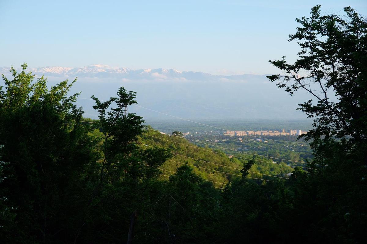 Der Kaukasus auf dem Weg nach Kutaissi - Georgien