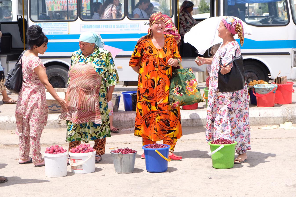 Straßenhändlerinnen in Samarkand - Usbekistan